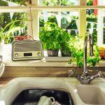 Tipy ako oživiť staršiu kuchyňu – netreba hneď kupovať novú!